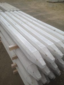 Concrete strainer posts